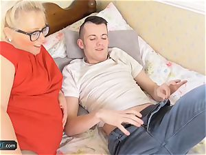AgedLove mature plus-size Lexie pummeled by Sam Bourne