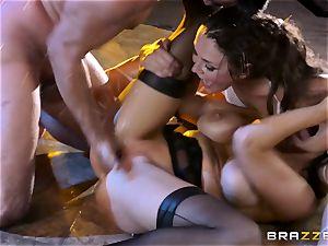 pole dancing stunners Romi Rain ad Allie Haze plow a super-steamy punter