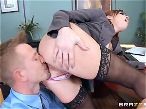 red-haired chief Britney Amber screws a mischievous worker
