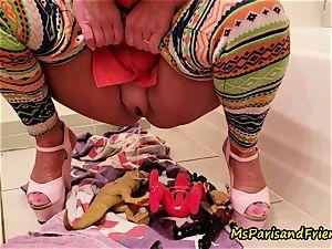 Ms Paris Rose in urinating for fun