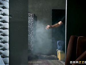 torrid cop Summer Brielle spit roasted by 2 criminals