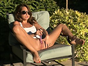 Riley Reid gets herself off in the garden