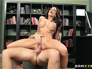 Jaclyn Taylor boinks her prospective chief