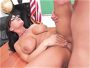 Lisa Ann is the queen of all cougars