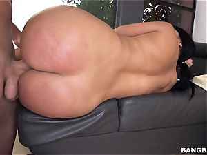 curvy lady Diamond kitty gets her bootie drilled
