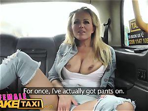gal faux taxi - super-hot lesbo snatch munching