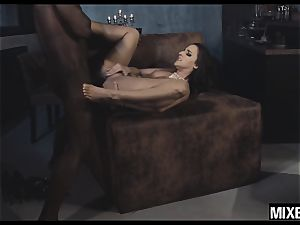 super-steamy Amirah Adara gets her butt stretched by monster salami