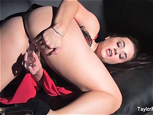 Naturally buxomy Taylor fucktoys her wet poon