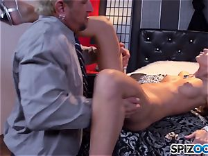 Jessa Rhodes jummy cock-squeezing cooch is pulverized by a ginormous meatpipe