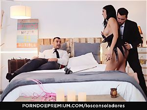 LOS CONSOLADORES - Romanian stunner plumbed in group fucky-fucky