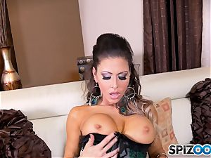 brown-haired sweetheart Jessica Jaymes messes with her wonderful minge