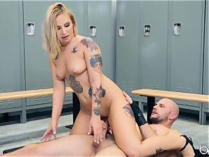JMac delves his penis deep into steamy blonde in locker apartment
