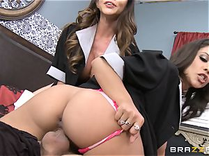 hot maids Ariella Ferrera and Jynx maze share a client