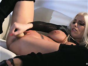 Britney Amber fucktoys in her twat